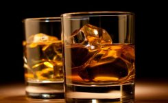 希少価値の高いウイスキーで客人をもてなす
