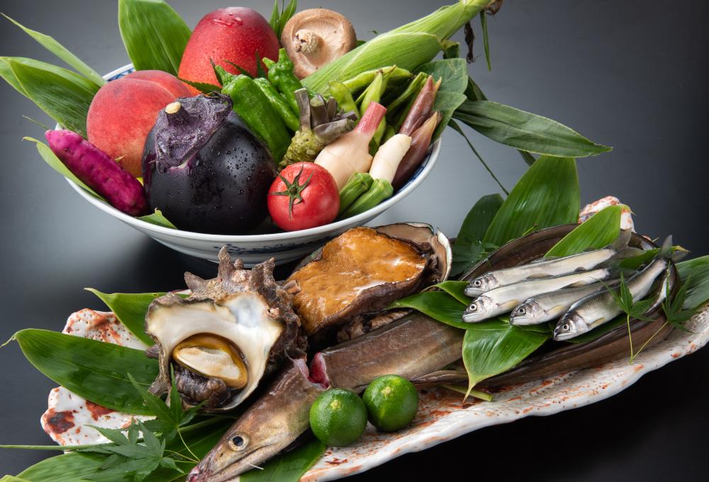 夏の京野菜と鱧、鮑などをバランスよく厳選した旬の食材